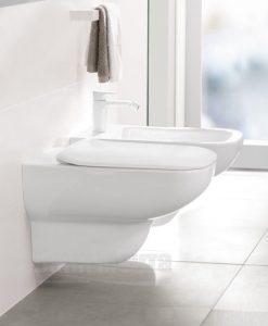 Окачена тоалетна VILLEROY & BOCH Joyce DirectFlush с ултратънък капак със забавено падане